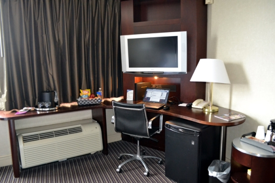 crowne-plaza-syracuse-desk-shot