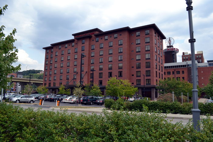 hampton-inn-suites-pittsburgh-downtown-outside