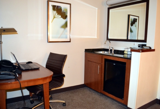 hyatt-place-cleveland-independence-desk-kitchen-area