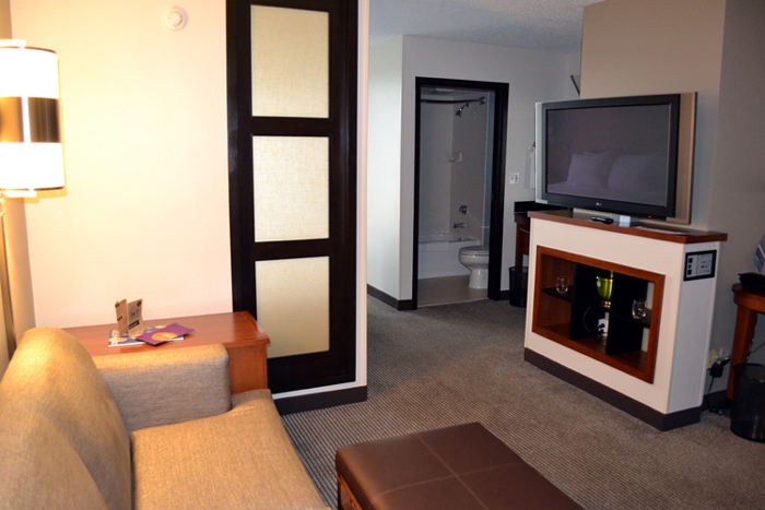 hyatt-place-cleveland-independence-room-suite