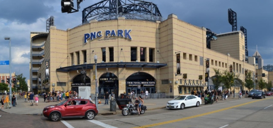pnc-park-pano-wagner-statue