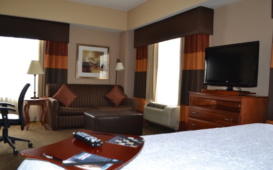 hampton-inn-suites-pittsburgh-downtown-room02