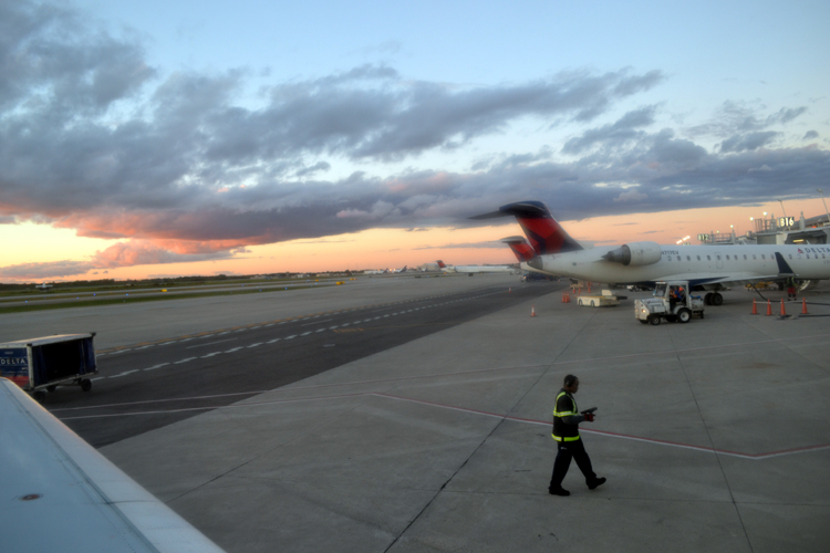 detroit-airport-before-takeoff