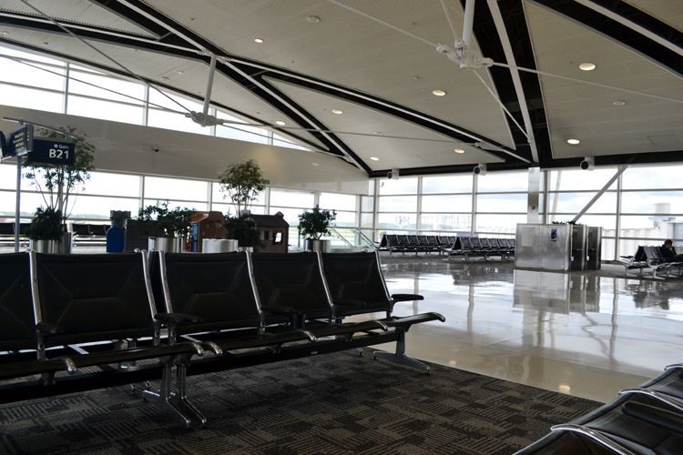 detroit-airport-empty-seats