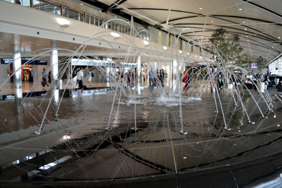 detroit-airport-fountain