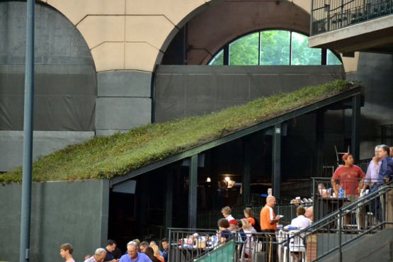minute-maid-park-batters-eye-green-roof