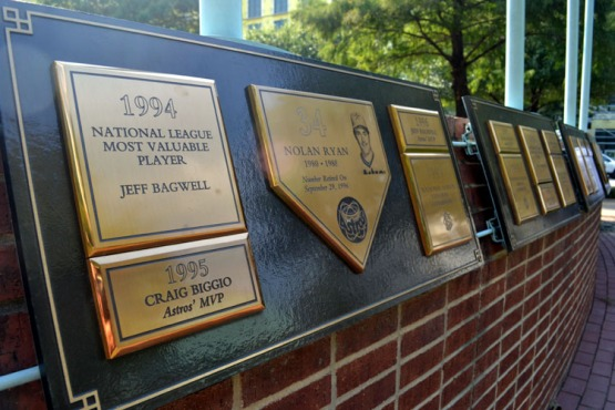 minute-maid-park-outside-plaques