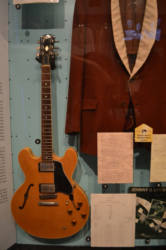 rock-hall-of-fame-chuck-berry-guitar