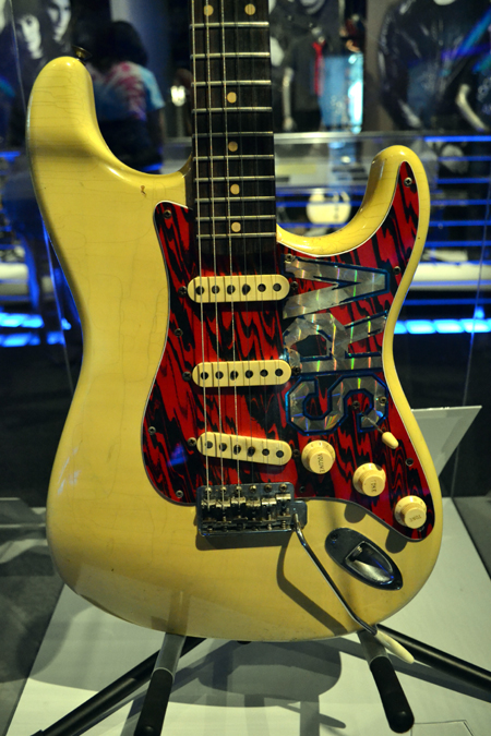 rock-hall-of-fame-srv-guitar