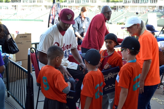 dr-pepper-ballpark-pregame-autographs