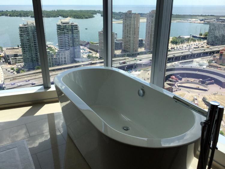 delta-toronto-soaker-tub